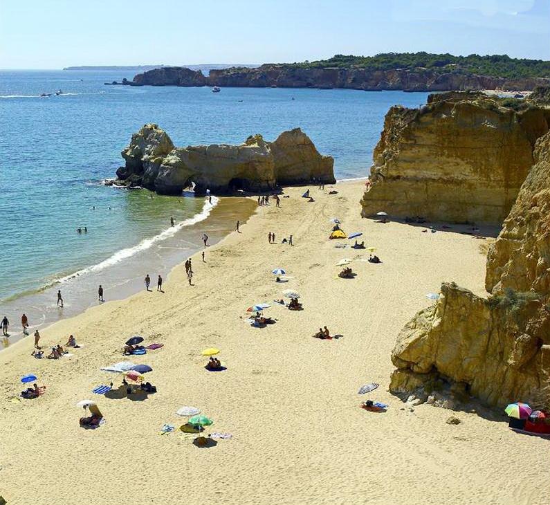 Playa de Amado, una de las mejores playas para el surf | Algarve Hoy
