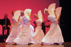 Danza, música y trajes del mundo, en la verbena de Sao Brás