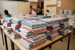 Olhao da libros y material escolar a niños de Primaria