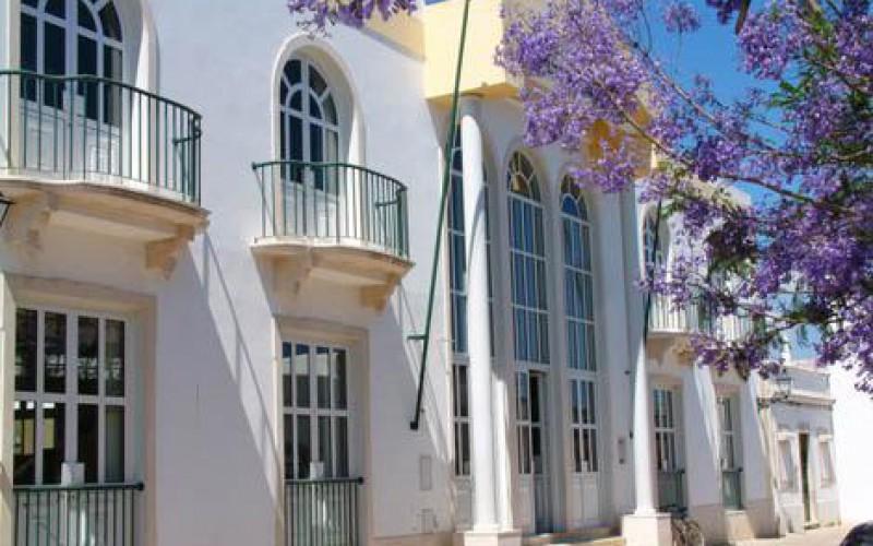 El Café Gijón de Madrid lleva su tertulia de poesía y pintura a Sao Brás de Alportel