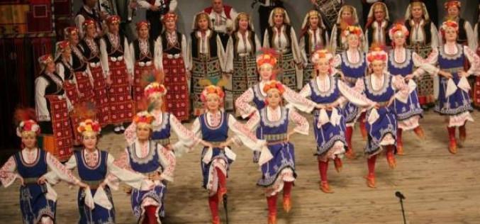 Las danzas del mundo llenan las calles de Sao Brás