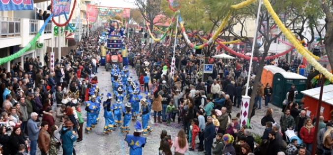 El Carnaval llena de color las calles de Loulé