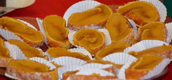 Silves reparte una torta de naranja gigante