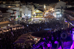Más de 30.000 personas llenan Carvoeiro en la Noche Black & White