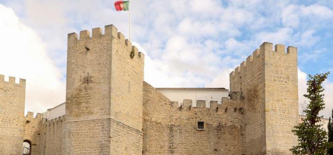 Música electrónica y danza acroyoga, en el Castillo de Loulé
