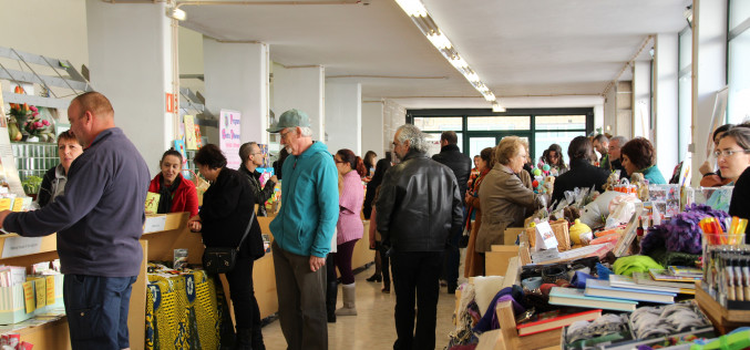 Un Mercadillo Solidario da la bienvenida a la Navidad en São Brás