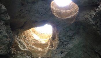 Las grutas escondidas en la costa del Algarve