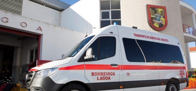 El Presidente Francisco Martins entrega la quinta ambulancia a los Bomberos de Lagoa